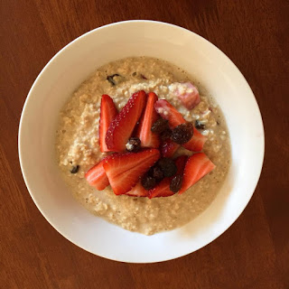 Oatmeal with Strawberries and Sultanas